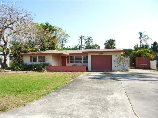 811 Entrada Dr N, Fort Myers, FL 33919