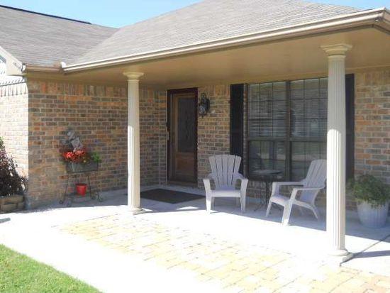 2200 Postoak Ln, Groves, TX 77619