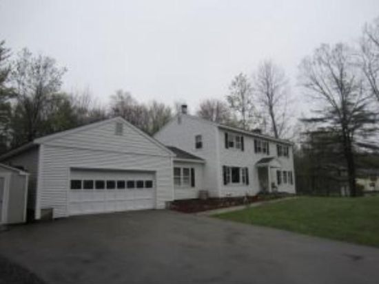 28 Mulberry Ln, Bedford, NH 03110