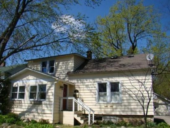 72 Center St, Crystal Lake, IL 60014