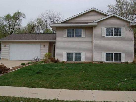 2420 Handley Dr SW, Cedar Rapids, IA 52404