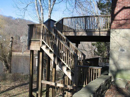 51 Lake Dr, Lake Peekskill, NY 10537