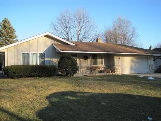 6134 S 38th St, Greenfield, WI 53221