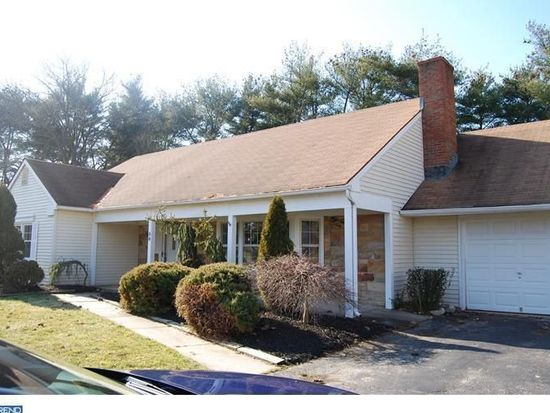 56 Country Club Rd, Willingboro, NJ 08046
