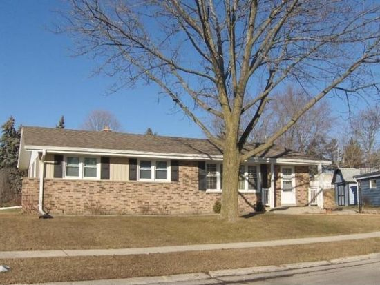 5698 Oriole Ct, Greendale, WI 53129