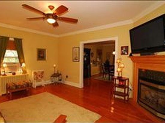 3 Bond Pl, West Caldwell, NJ 07006