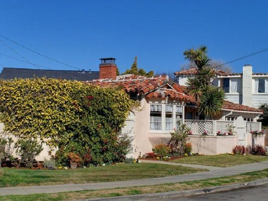 3031 Pleasure Point Dr, Santa Cruz, CA 95062