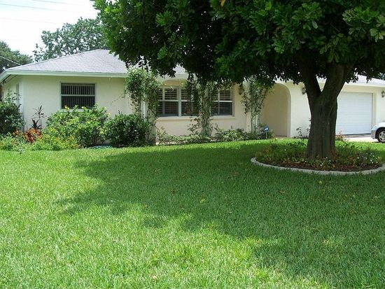 5717 1st Avenue Dr NW, Bradenton, FL 34209