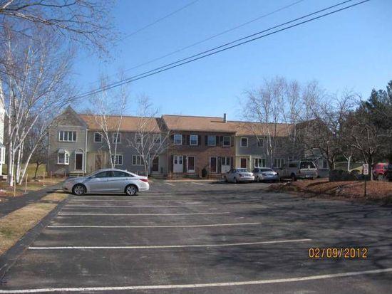 228 Fox Hollow Dr, Hudson, NH 03051