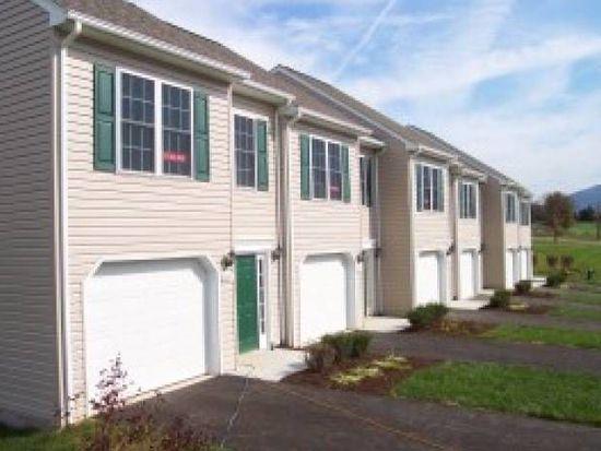 6647 Village Green Dr, Roanoke, VA 24019