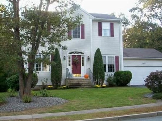 17 Fieldstone Dr, Coventry, RI 02816
