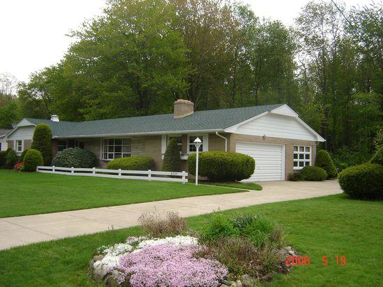 6725 Walnut Creek Dr, Fairview, PA 16415