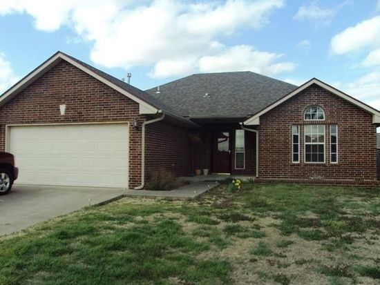 713 NW 20th St, Moore, OK 73160
