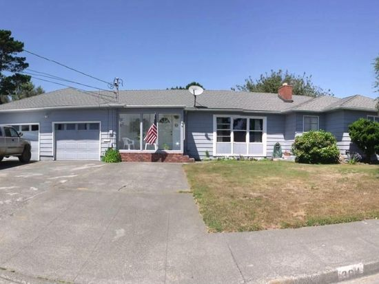 364 8th St, Crescent City, CA 95531
