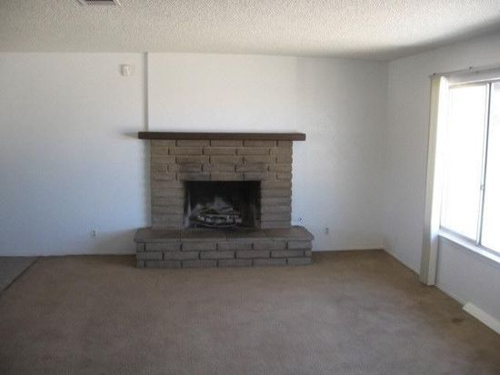 21975 Maumee Rd, Apple Valley, CA 92308