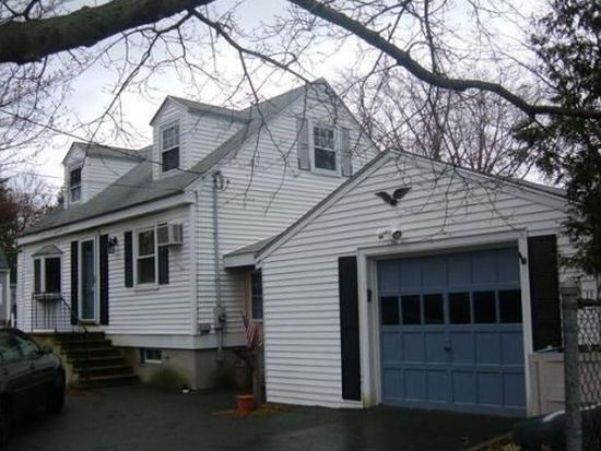 2 Lexington Ave, Peabody, MA 01960
