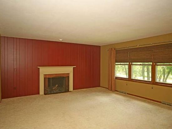 28W364 Indian Knoll Trl, West Chicago, IL 60185