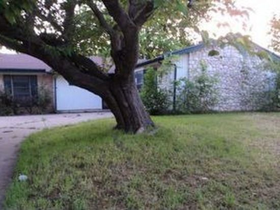 2514 Brady Ln, Grand Prairie, TX 75052