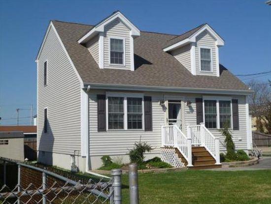 568 Charles St, Fall River, MA 02724