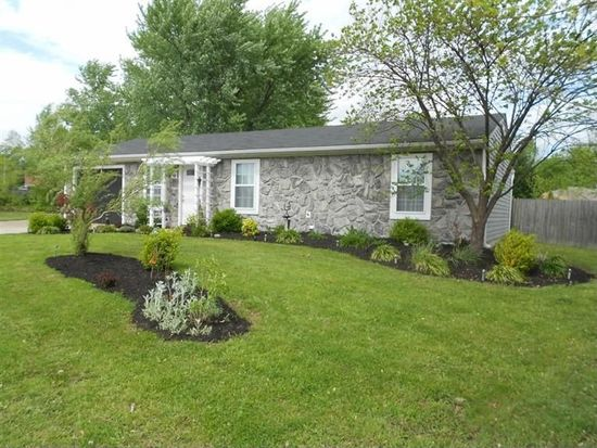 3634 Gray Fox Dr, New Albany, IN 47150