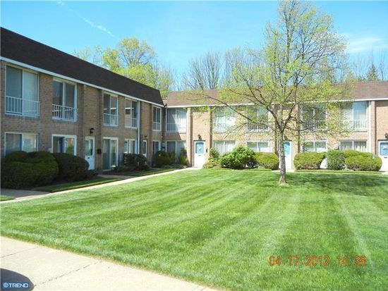 304 Valley Forge Ct, Warminster, PA 18974
