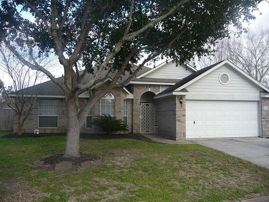 825 Courtland St, League City, TX 77573