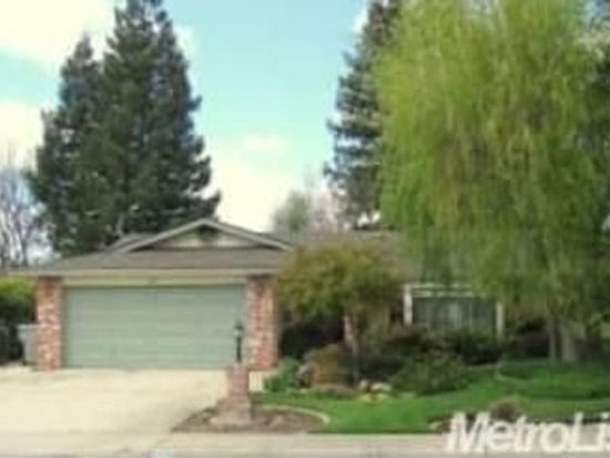 68 Willowood Dr, Oakdale, CA 95361