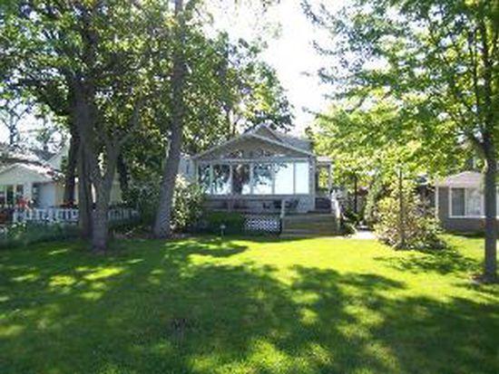 160 Eagle Point Rd, Fox Lake, IL 60020