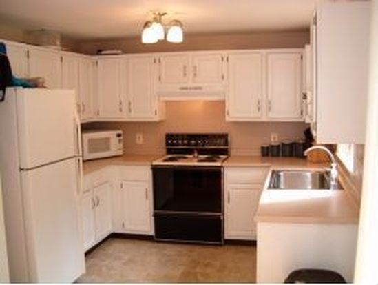 2 Beatrice Ln, Newmarket, NH 03857