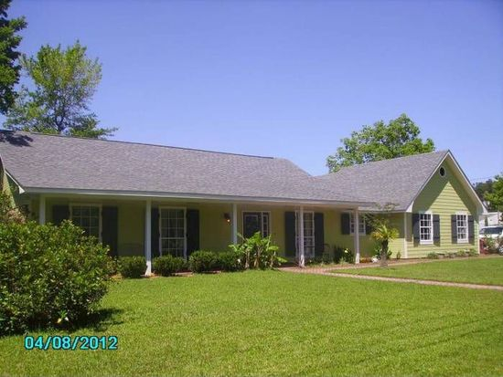 9100 Palmetto Dr, Ocean Springs, MS 39564