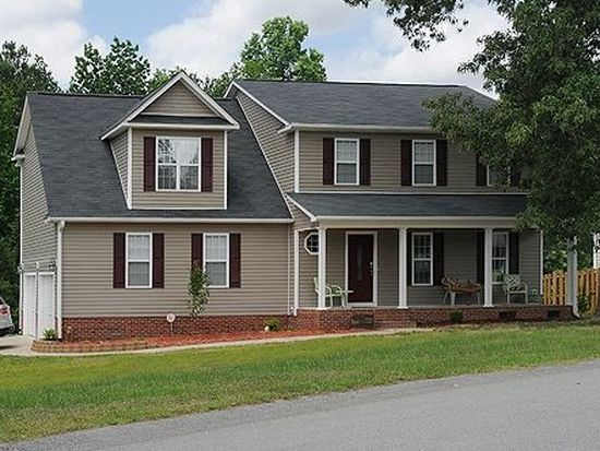 18 Iredell St, Spring Lake, NC 28390