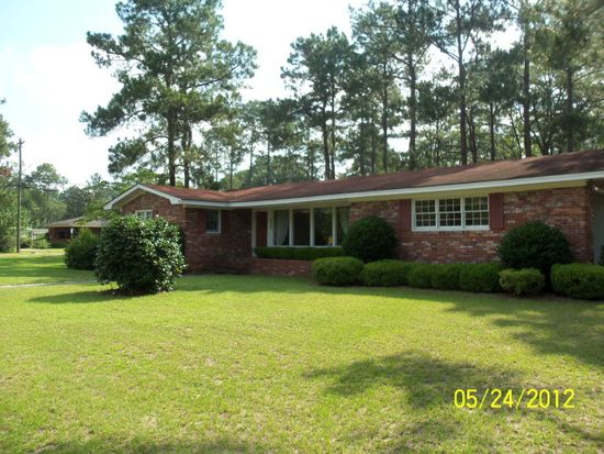 1701 Pine Cir, Moultrie, GA 31768
