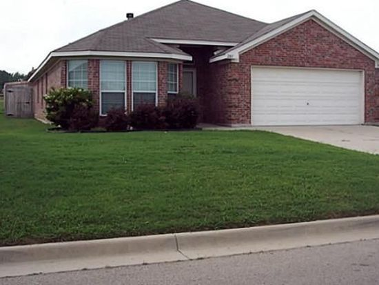 201 Whispering Dell Ln, Weatherford, TX 76085
