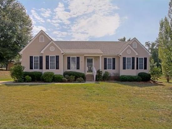 305 Forest Creek Dr, Seneca, SC 29678