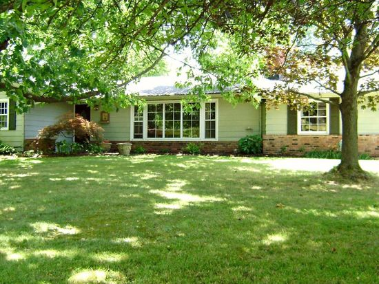 172 Lakeview Ln, Chagrin Falls, OH 44022