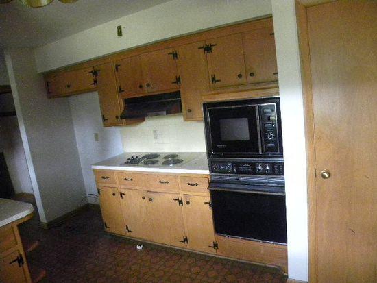 W156N8186 Pilgrim Rd, Menomonee Falls, WI 53051