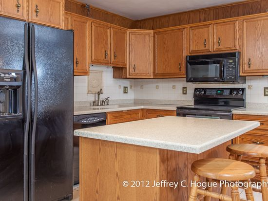 2008 Lincoln Ct, Wyomissing, PA 19610