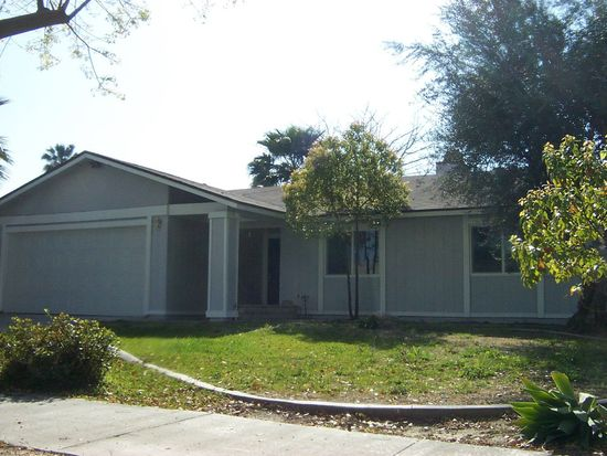 1161 Blue Ridge Ln, Colton, CA 92324