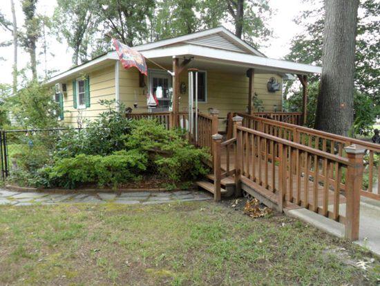 32 Porpoise Creek Rd, Deltaville, VA 23043