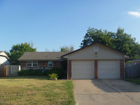 792 NW 16th St, Moore, OK 73160