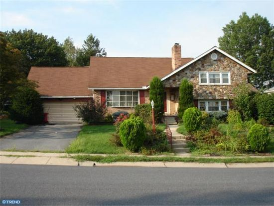 1303 Independence Dr, West Lawn, PA 19609