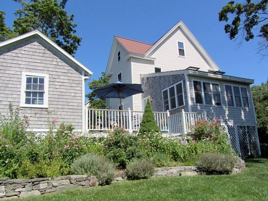 152 Clinton St, Portsmouth, NH 03801