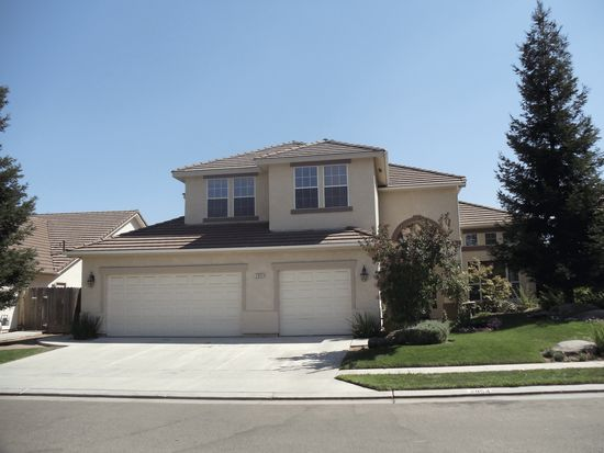 2954 Celeste Ave, Clovis, CA 93611
