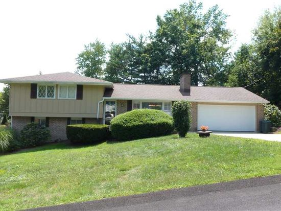 2 Holly Dr, Greensburg, PA 15601
