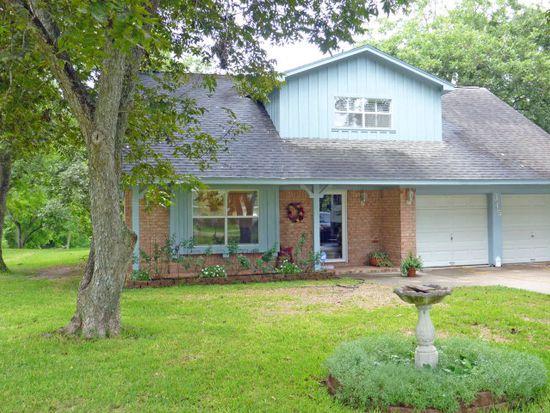 315 Southern Oaks Dr, Lake Jackson, TX 77566