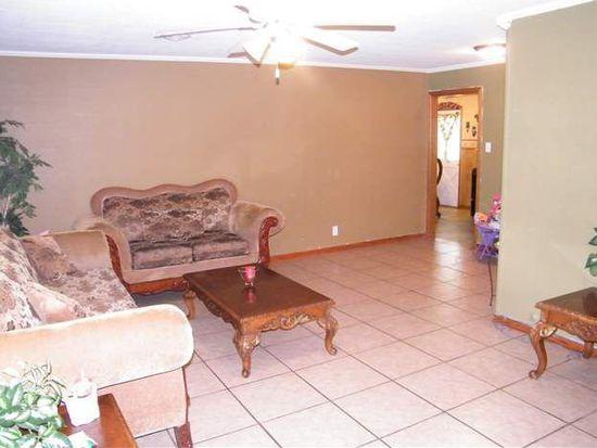 2830 Graves Ave, Groves, TX 77619