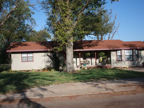 601 S 8th St, Marlow, OK 73055