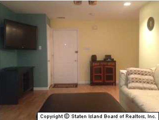 152 Timber Ridge Dr, Staten Island, NY 10306