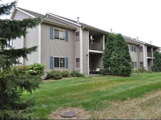 2105 Pine Ridge Ct UNIT H, Grafton, WI 53024