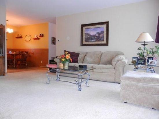 N91W17486 Saint Regis Dr, Menomonee Falls, WI 53051